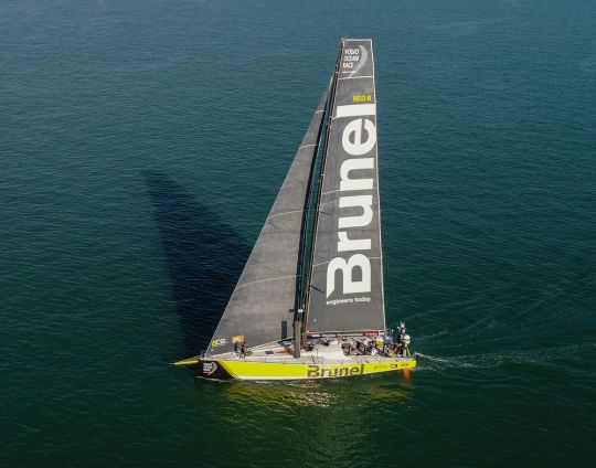 https://www.bateaux.com/src/applications/news/imaloader/images/bateaux/2017-10/73-13e-edition-volvo-ocean-race/team-brunel-1.jpg