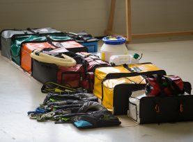 Les sacs sont en place, chargement de l'avitaillement imminent ! - ©Alexis Courcoux / Macif