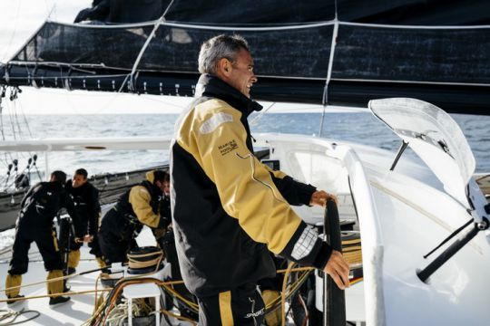 https://www.bateaux.com/src/applications/news/imaloader/images/bateaux/2017-10/91-stand-by-spindrift-2/yann-guichard-equipage.jpg