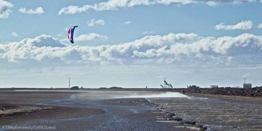 https://www.bateaux.com/src/applications/news/imaloader/images/bateaux/2017-11/37-record-monde-kitesurf/record-kitesurf-3.jpg