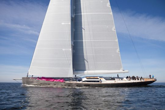 https://www.bateaux.com/src/applications/news/imaloader/images/bateaux/2018-05/50-pink-gin/170617_esk_0611_skiss.jpg