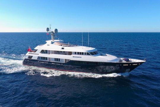https://www.bateaux.com/src/applications/news/imaloader/images/bateaux/2018-05/48-world-superyachts-awards-2018/broadwater.jpg