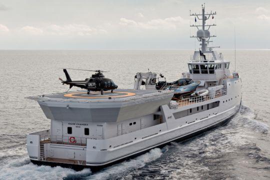 https://www.bateaux.com/src/applications/news/imaloader/images/bateaux/2018-05/48-world-superyachts-awards-2018/game-changer-copyright-jeff-brown-breed%20Media.jpg