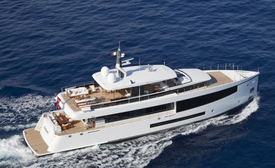 https://www.bateaux.com/src/applications/news/imaloader/images/bateaux/2018-05/48-world-superyachts-awards-2018/letani-copiright-feadship.jpg