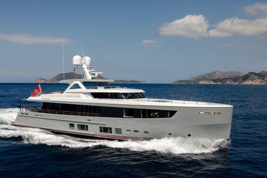 https://www.bateaux.com/src/applications/news/imaloader/images/bateaux/2018-05/48-world-superyachts-awards-2018/delta-one-copyright-franck--olga-dromas%20BlueiProd.jpg