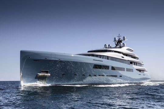 https://www.bateaux.com/src/applications/news/imaloader/images/bateaux/2018-05/48-world-superyachts-awards-2018/aviva-copyright-abeking--rasmussen.jpg
