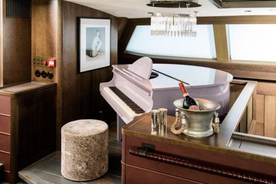 https://www.bateaux.com/src/applications/news/imaloader/images/bateaux/2018-05/50-pink-gin/_DSC0544_Final_skiss.jpg