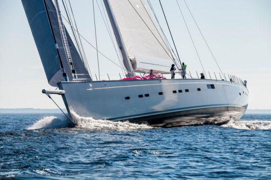 https://www.bateaux.com/src/applications/news/imaloader/images/bateaux/2018-05/50-pink-gin/170617_esk_0241_skiss.jpg