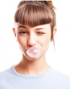Mâcher du chewing-gum quand on marche affecte à la fois les fonctions physiques et physiologiques
