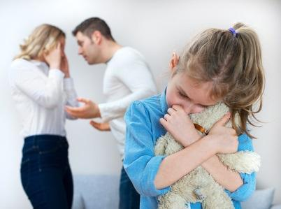 Les adolescents qui ont connu des niveaux élevés d'acrimonie entre leurs parents ont des réponses plus sévères au conflit parental, un an plus tard.
