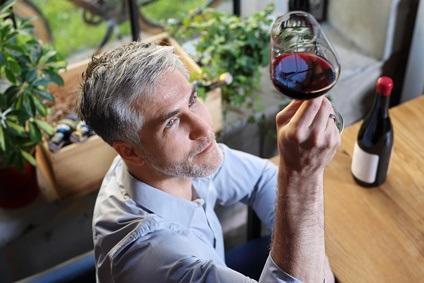 Une consommation modérée d'alcool peut protéger le cœur, à travers l'activation d'une enzyme, ALDH2, qui aide à débarrasser l'organisme des sous-produits toxiques de la digestion de l'alcool