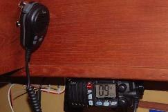 https://www.bateaux.com/src/applications/news/imaloader/images/bateaux/2016-03/38-VHF-telephone/ICOM-VHF-Radio.jpg