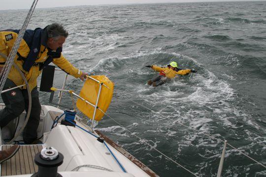 https://www.bateaux.com/src/applications/news/imaloader/images/bateaux/2016-07/17-mayday/message-detresse-2.jpg