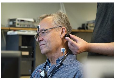 Les chercheurs suédois suggèrent d'utiliser des sons transmis par les os pour de meilleurs résultats.