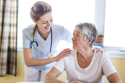 Le mal de dos peut être très handicapant au quotidien, et chez les personnes âgées, il peut mener à la perte d'autonomie et au décès