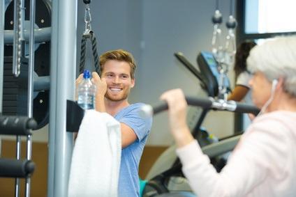 Une activité physique d'au moins 2,5 heures par semaine pourrait avoir des effets bénéfiques sur les marqueurs de la maladie et retarder le déclin cognitif