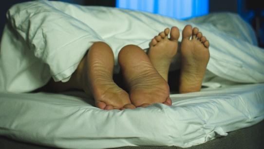 Un couple au lit (Photo d'illustration)