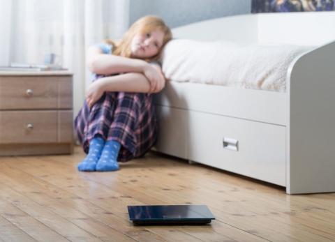 L'obésité et les problèmes émotionnels qui peuvent la déclencher, dont les troubles de l'humeur et l'anxiété ont tendance à se développer particulièrement vers l'âge de 7 ans