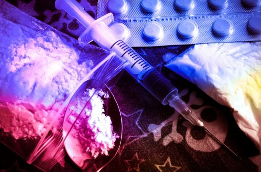 Antalgiques, dépresseurs du système nerveux central et entrainant une sensation de bien-être et de relaxation, les opioïdes se caractérisent par un potentiel d'abus et de dépendance élevé (illustration).