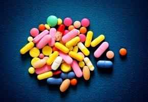 https://www.egora.fr/sites/egora.fr/files/styles/290x200/public/visuels_actus/pills-medicaments_4.jpg?itok=S-5LvVQE