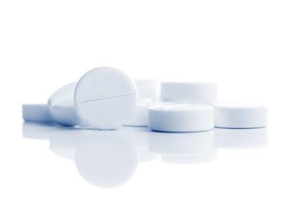 l'aspirine à faible dose ne prolonge pas la survie des personnes en bonne santé de plus de 70 ans et même en cas de risque plus élevé de maladie cardiovasculaire.