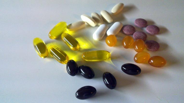 Oméga 3, vitamines, calcium... les compléments alimentaires sont souvent moins utiles que les Français ne le croient. - Des Asuncloner - flickr - CC