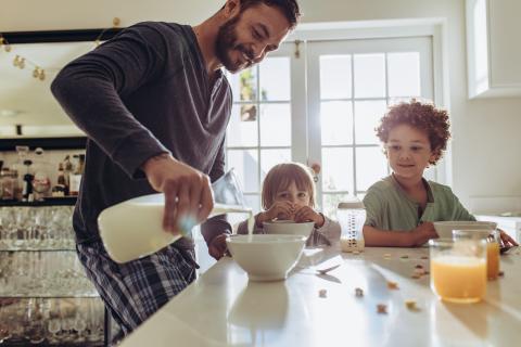 l'accès à un petit-déjeuner et sa régularité sont associés au niveau scolaire de l'enfant, à sa concentration, sa disposition à apprendre, à son comportement et à sa ponctualité en cours