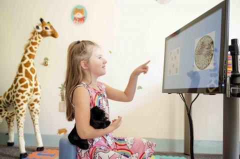 """Les chercheurs ont mesuré l'activité cérébrale de 104 jeunes enfants, âgés de 3 à 10 ans dont 55 filles durant une """"tâche"""" mathématique."""