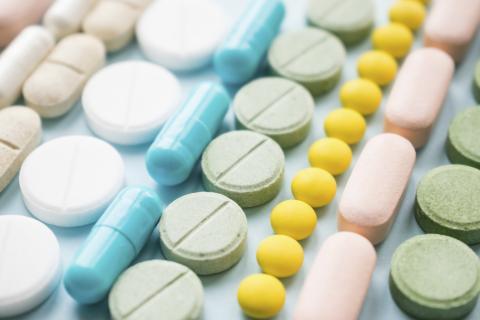 Certains patients traités de manière chronique par opioïdes pour d'autres symptômes ou états pathologiques vont également développer des migraines douloureuses.