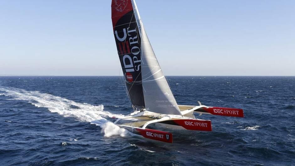 Francis Joyon et son équipage ont quitté Hong Kong samedi matin pour s'attaquer au record de la Route du thé.