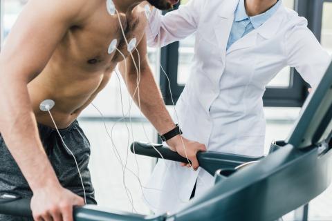 Les survivants d'une crise cardiaque qui présentent une obésité abdominale encourent un risque très accru de subir une autre crise cardiaque