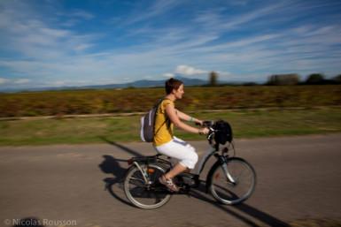 jeune en vélo exercice physique