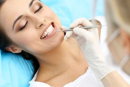 Les soins d'hygiène buccodentaire et le traitement de la parodontite pourraient contribuer à prévenir le risque d'AVC