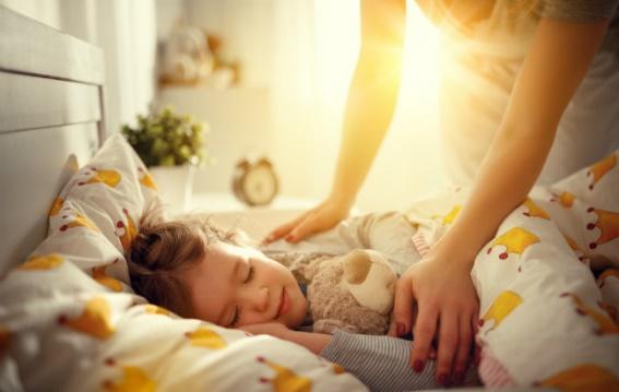 Sommeil: combien d'heures mon enfant doit-il dormir?