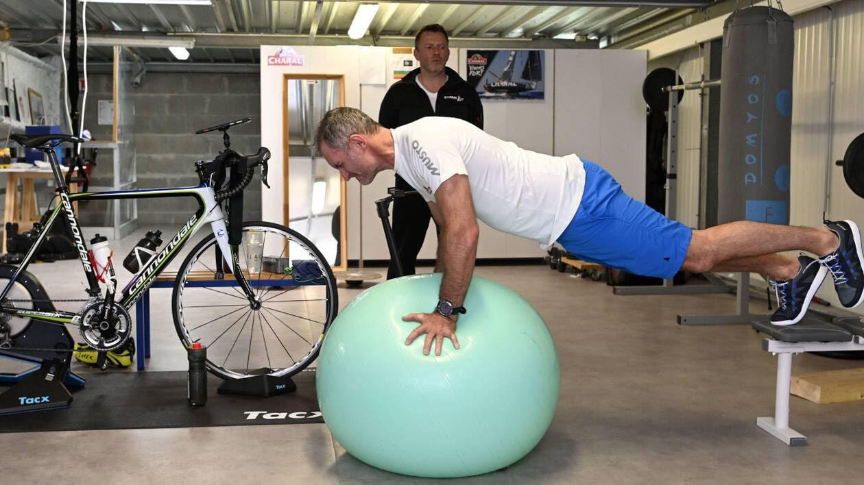 Gainage, proprioception, musculation, cardio... Jérémie Beyou prend sa préparation physique très au sérieux, pour le Vendée Globe.