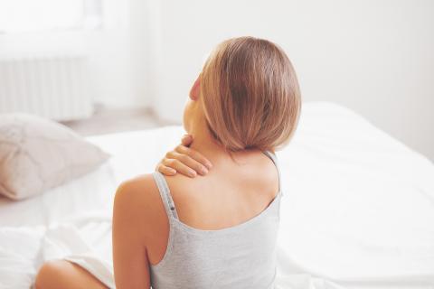 Une nouvelle intervention minimalement invasive permet de soulager la douleur associée à la capsulite rétractile ou « épauler gelée ». (Visuel AdobeStock_120465529)