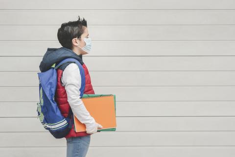 « Les enfants sont une source possible de propagation de ce virus, et cela devrait être pris en compte dans les étapes de planification de la réouverture des écoles » (Visuel AdobeStock_361759218).