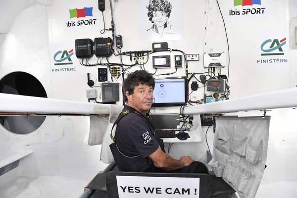 Jean Le Cam à bord de Yes We Cam sur le Vendée Globe.