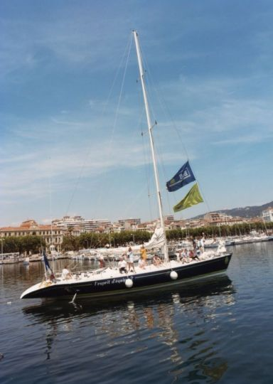 Esprit d'équipe, premier bateau français vainqueur de la course