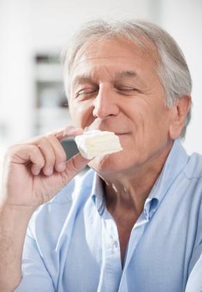 Une consommation modérée mais régulière de vin et de fromage pourrait « repousser la démence » (Visuel Les Produits Laitiers)
