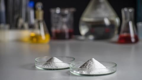 Les scientifiques espèrent trouver, avec l'étude du microbiote, des traitements naturels qui permettraient dans certains cas de remplacer les antibiotiques (Visuel Adobe Stock 332633572)