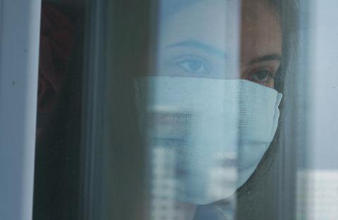 3 parents sur 4 s'inquiètent de l'effet négatif du COVID sur les interactions sociales de leur adolescent (Visuel Adobe stock 375065941)