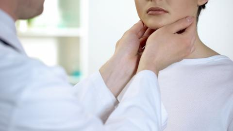 Ces implants tissulaires à base de composants d'ingénierie tissulaire autologues soutiennent la reconstruction du larynx (Visuel Adobe Stock 225282658).