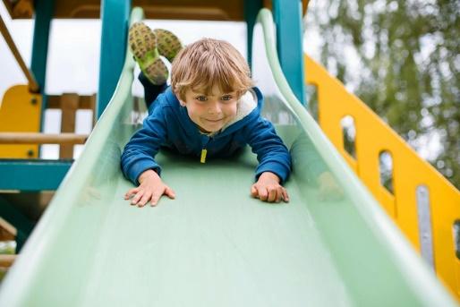 À quel âge les enfants peuvent-ils aller seuls au parc?