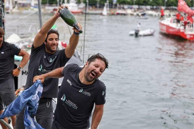 Une image contenant extérieur, eau, personne, sport  Description générée automatiquement