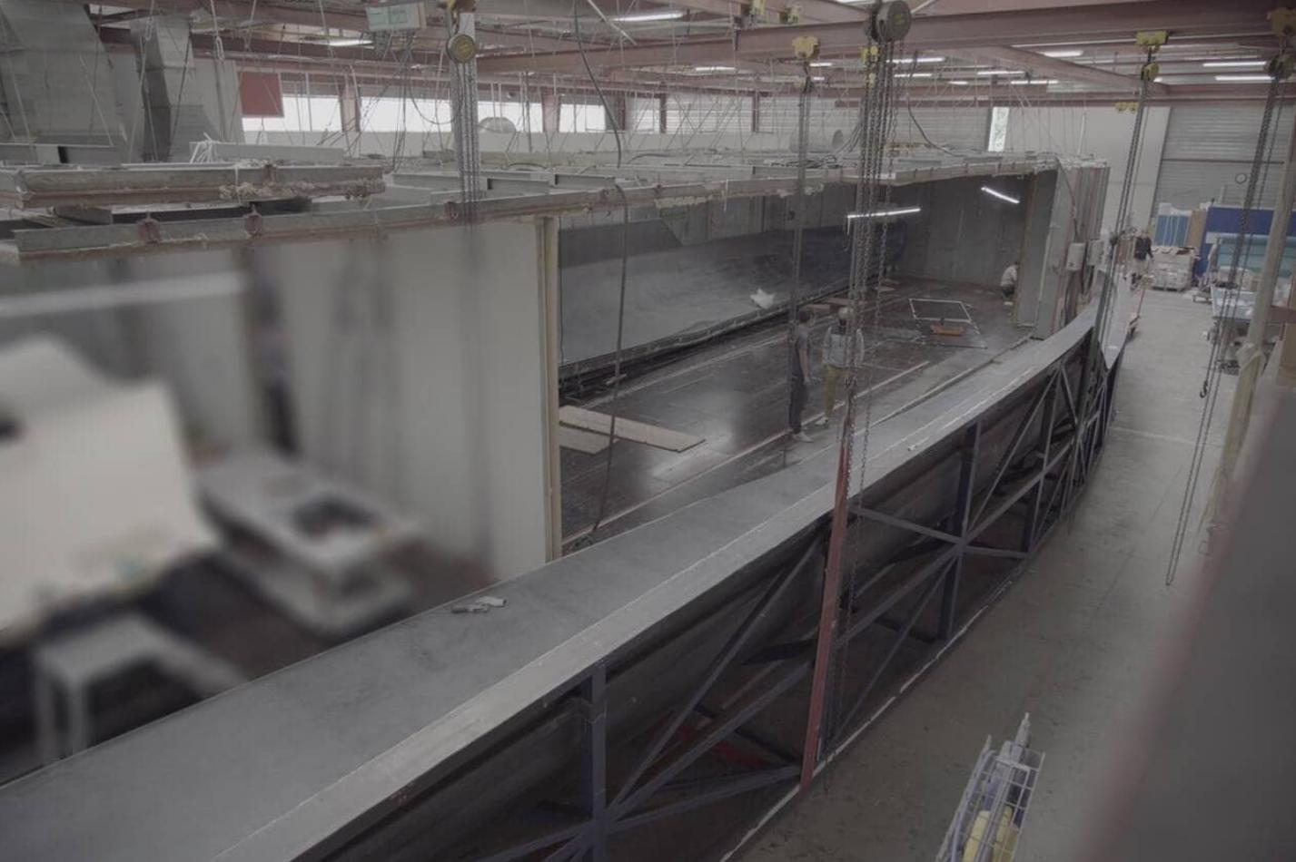 Une image contenant intérieur, entrepôt, acier  Description générée automatiquement