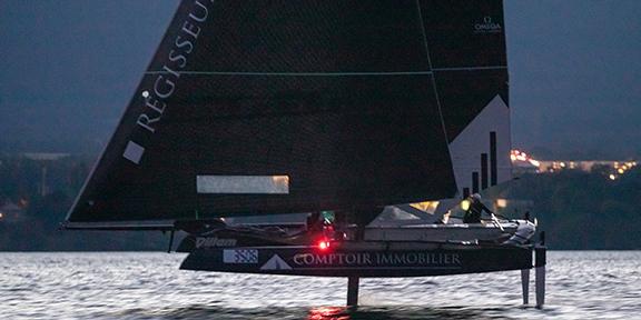 Une image contenant texte, eau, extérieur, bateau  Description générée automatiquement