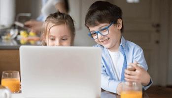 Exposition aux écrans et développement du langage