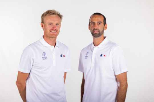 Jean-Baptiste Bernaz et son entraineur Stéphane Christidis © Robin Cristol / FFvoile