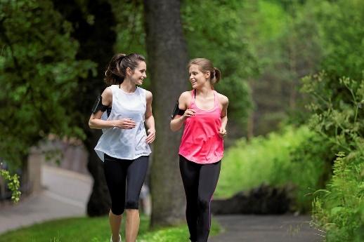 Bien choisir un partenaire d'entraînement augmentera la motivation à bouger.